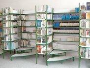 Praktické regály do knihovny se schůdkami
