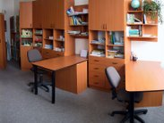 Skříňová sestava s psacími stoly
