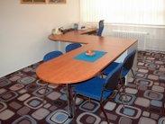 Velký praktický stůl do ředitelny nebo kanceláře
