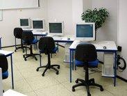 Pevné a stabilní počítačové stoly s kovovou podnoží vyrobíme přesně podle vašich požadavků