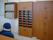 Vybavení sborovny skříněmi s praktickými přihrádkami a boxy na třídní knihy