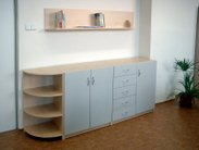 Klasické vybavení kanceláře, ředitelny, sborovny či učebny kvalitními skříňkami v UNI barvách